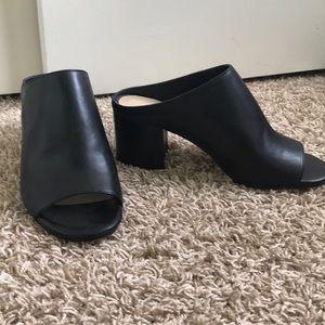 Sz 6 - 424 Fifth L&T open toe black leather mules